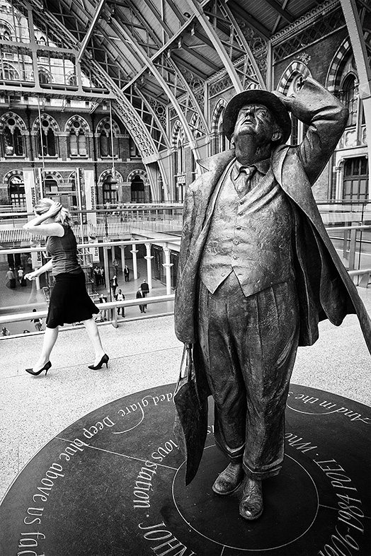 mime at st pancras Street Photography 101 Workshop with Eric Kim  Brighton, UK