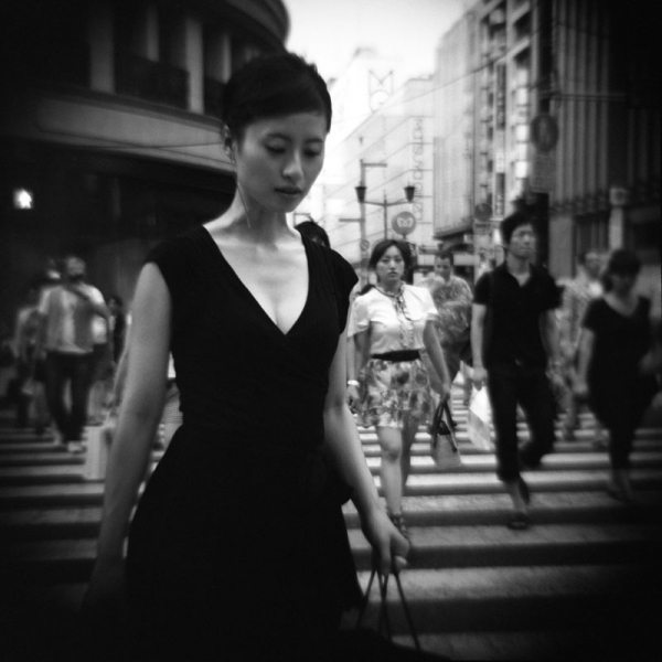 8 allure 02 Featured Street Photographer: Paolo Patrizi, on the Streets of Ginza with a Toy Camera and Cosmopolitan Japanese Women