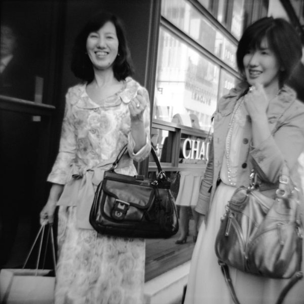 8 allure 15 Featured Street Photographer: Paolo Patrizi, on the Streets of Ginza with a Toy Camera and Cosmopolitan Japanese Women
