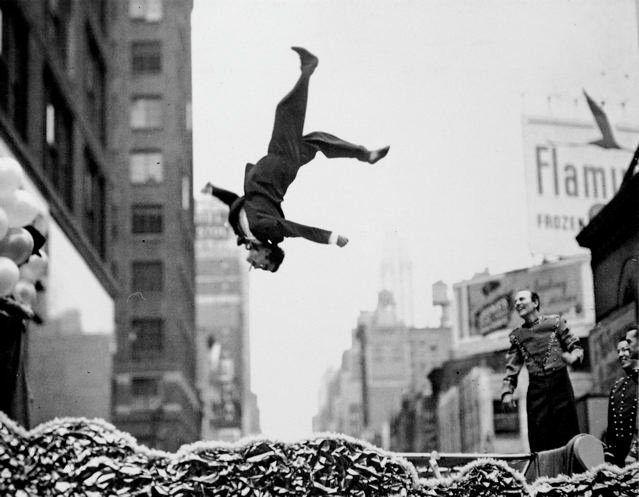 GARRY WINOGRAND551 The 3 A Theory: The Secret to Memorable Street Photographs