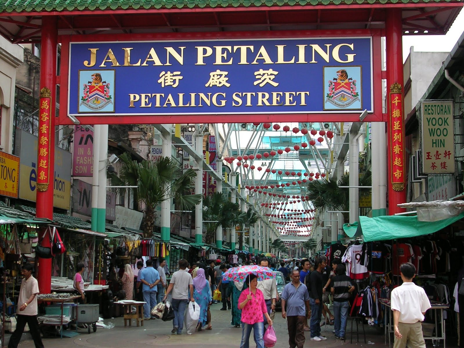 petaling st Conquering Your Fear of Shooting on the Streets Introduction to Street Photography Workshop in Kuala Lumpur (3/3 3/4)