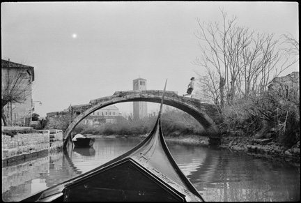 henri cartier bresson torcello 1953 Whats Important in Street Photography: Style, Technique, Or Something Else?