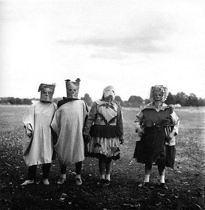 costumes1 655x670 11 Lessons Diane Arbus Can Teach You About Street Photography