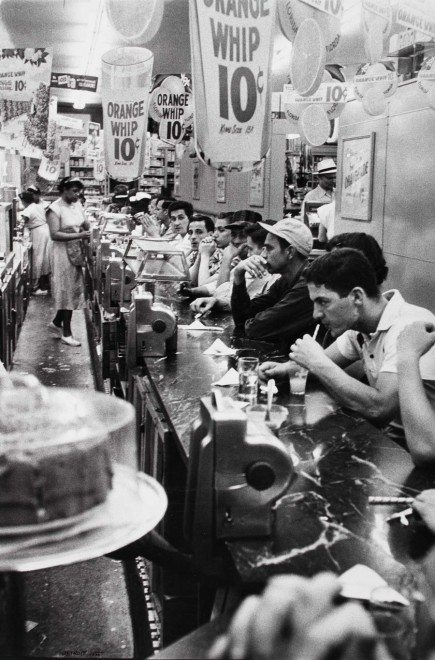 robert frank drugstore detroit 1955 435x660 Robert Franks The Americans: Timeless Lessons Street Photographers Can Learn