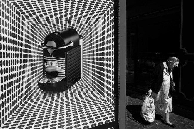 331940 379282898832441 347104999 o 660x439 Capturing the Brilliant Light of Marseille: Street Photography by Yves Vernin