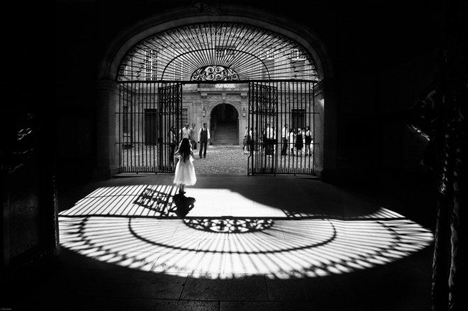 621815 332189786875086 802254091 o 660x439 Capturing the Brilliant Light of Marseille: Street Photography by Yves Vernin