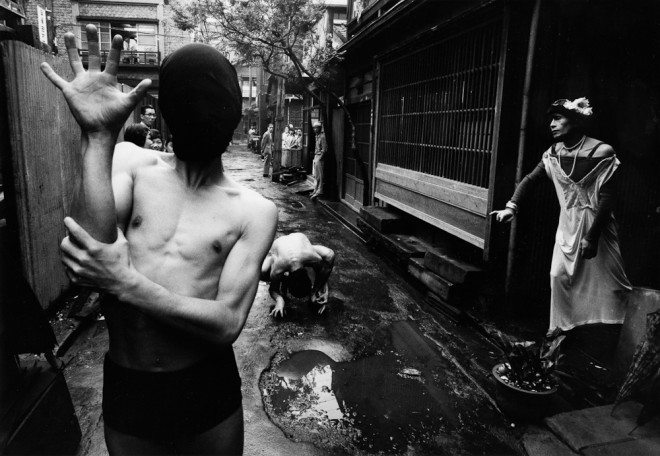 Dance happening Tokyo 1961 660x456 10 Lessons William Klein Has Taught Me About Street Photography