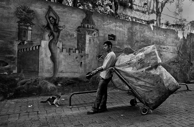 """""""My First Love is Street Photography"""": Interview with Book Publisher Hüseyin Yılmaz from Istanbul"""