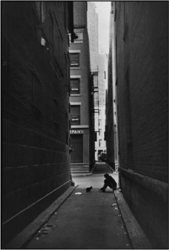 nyc Street Photography Composition Lesson #4: Leading Lines