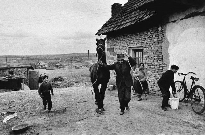 PAR147406 660x436 Street Photography Book Review: Gypsies by Josef Koudelka