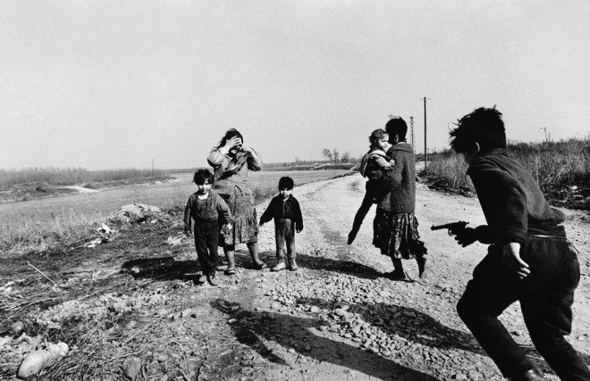 PAR65674 660x427 Street Photography Book Review: Gypsies by Josef Koudelka