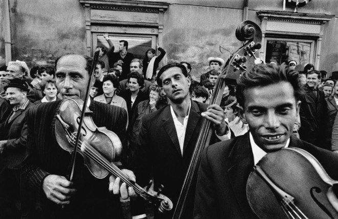 PAR65744 660x427 Street Photography Book Review: Gypsies by Josef Koudelka