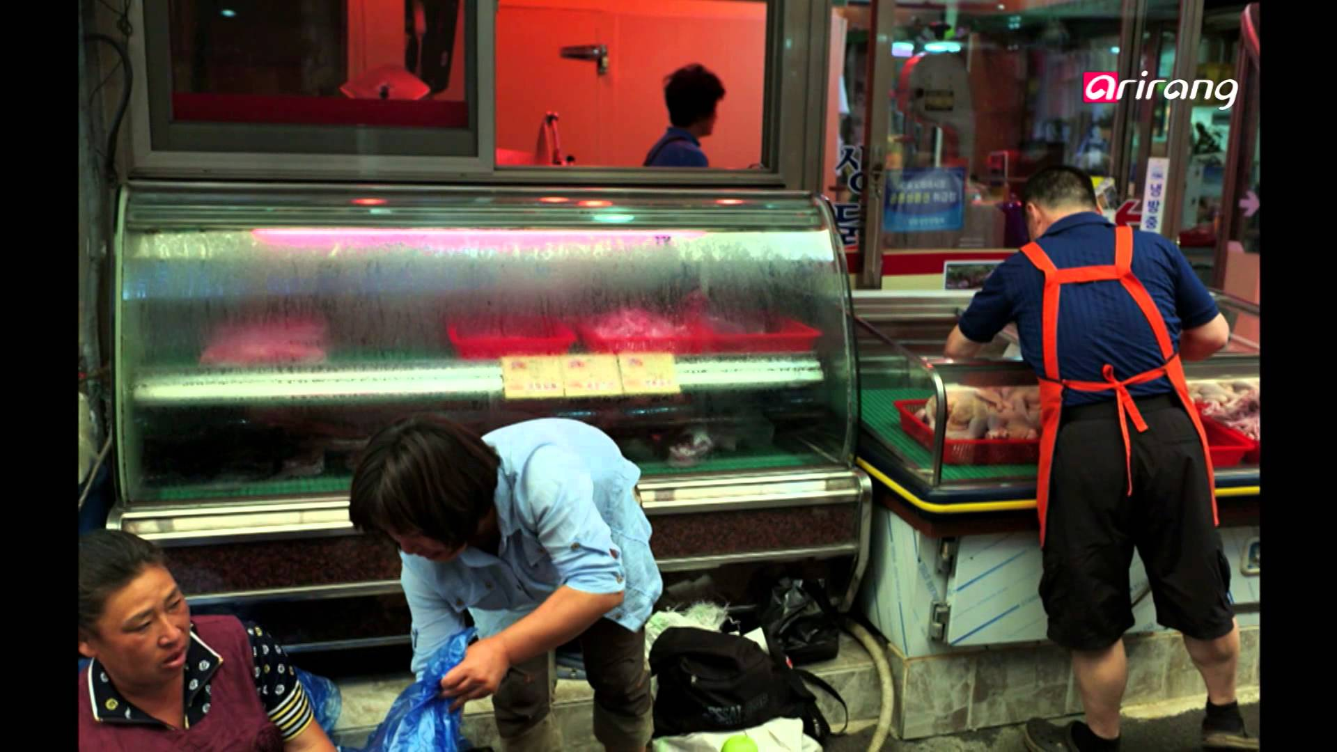 Alex Webb Shoots the Streets of Korea