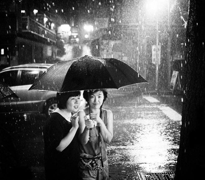 together in the rain 26 Lessons Life Has Taught Me About Street Photography