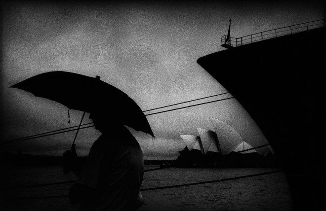 LON38337 660x428 12 Lessons Trent Parke Has Taught Me About Street Photography