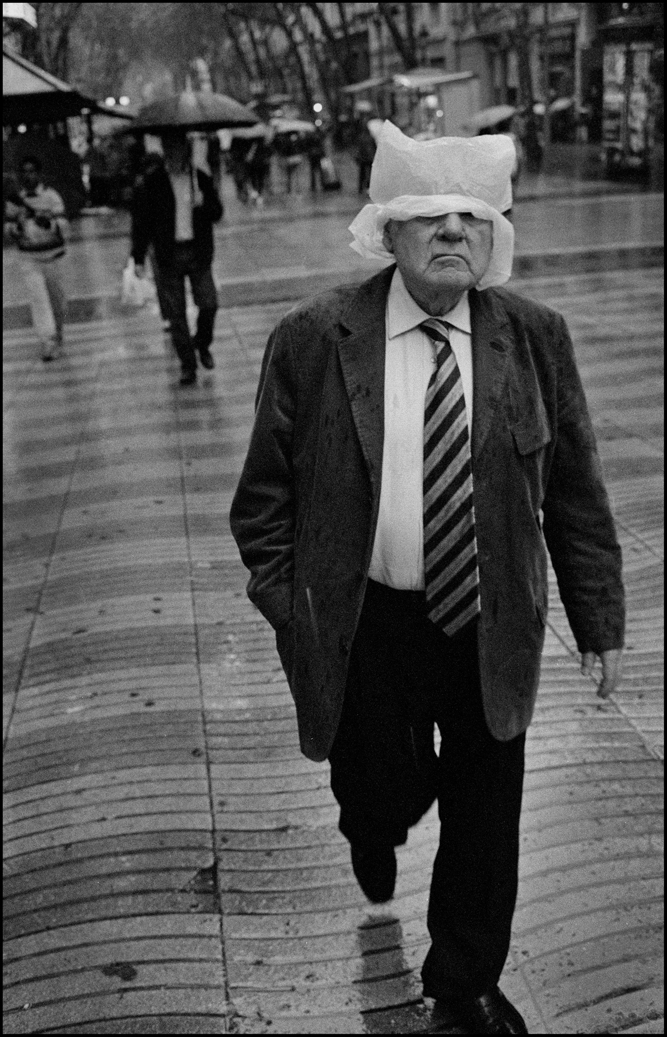 """Bad Weather"" Street Photography Assignment Winner: Julian Furones from Spain"