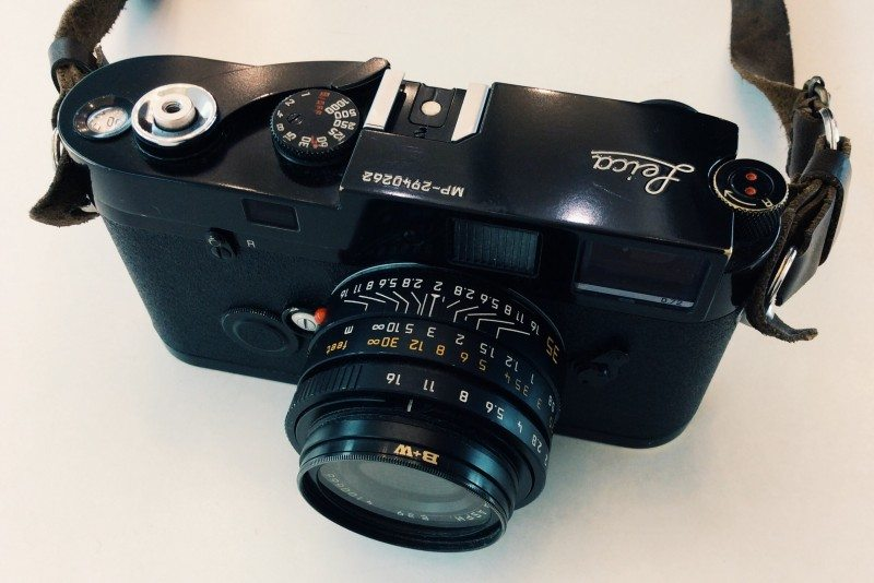 image1 800x534 A Guide on How to Shoot Street Photography on a Film Leica (or Rangefinder)